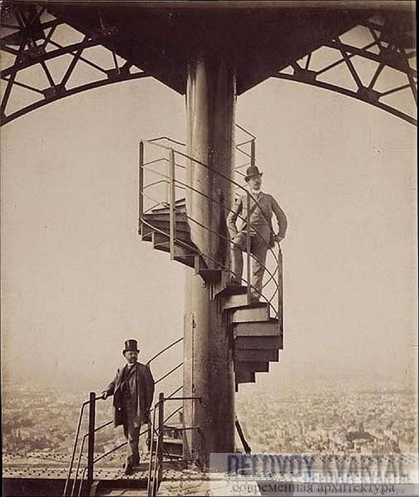 Густав Эйфель и главный инженер в 1889 году сфотографировались на вершине башни