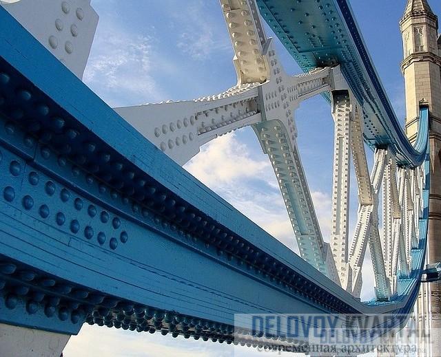 Деталь лондонского Тауэрского моста - потрясающие стальные балки.