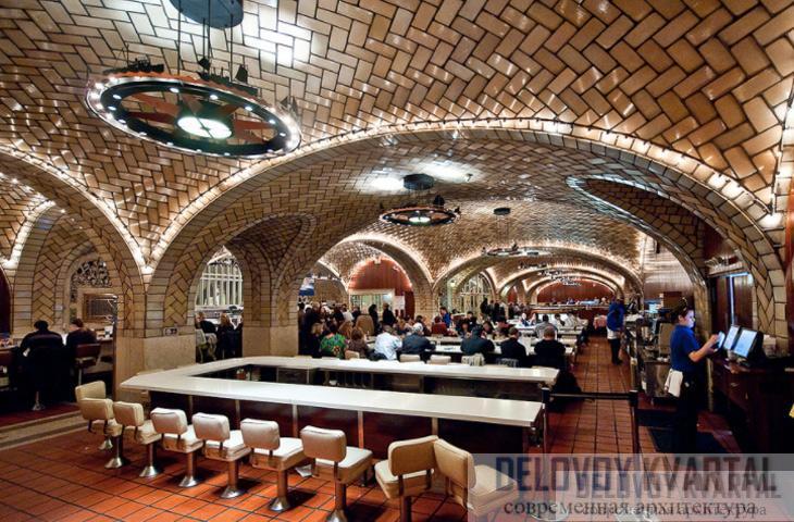 Выложенные плиткой своды потолка в знаменитом «Устричном баре» на Большом Центральном вокзале