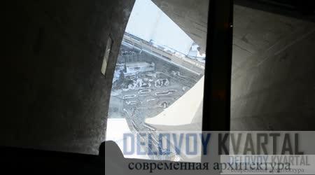 Стеклянный пол на одной из смотровых площадок, головокружительный вид для тех, кто осмелится заглянуть