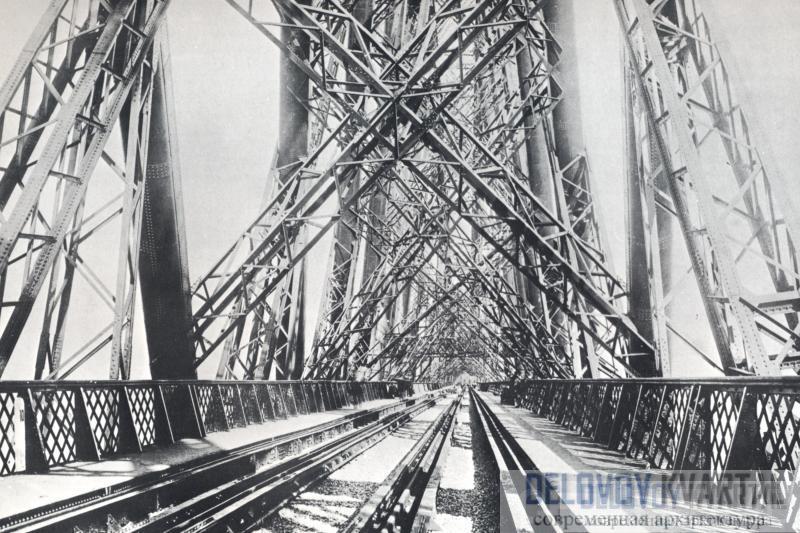 На этой фотографии моста через Форт, снятой в 1903 году, чувствуются симметрия и прочность.