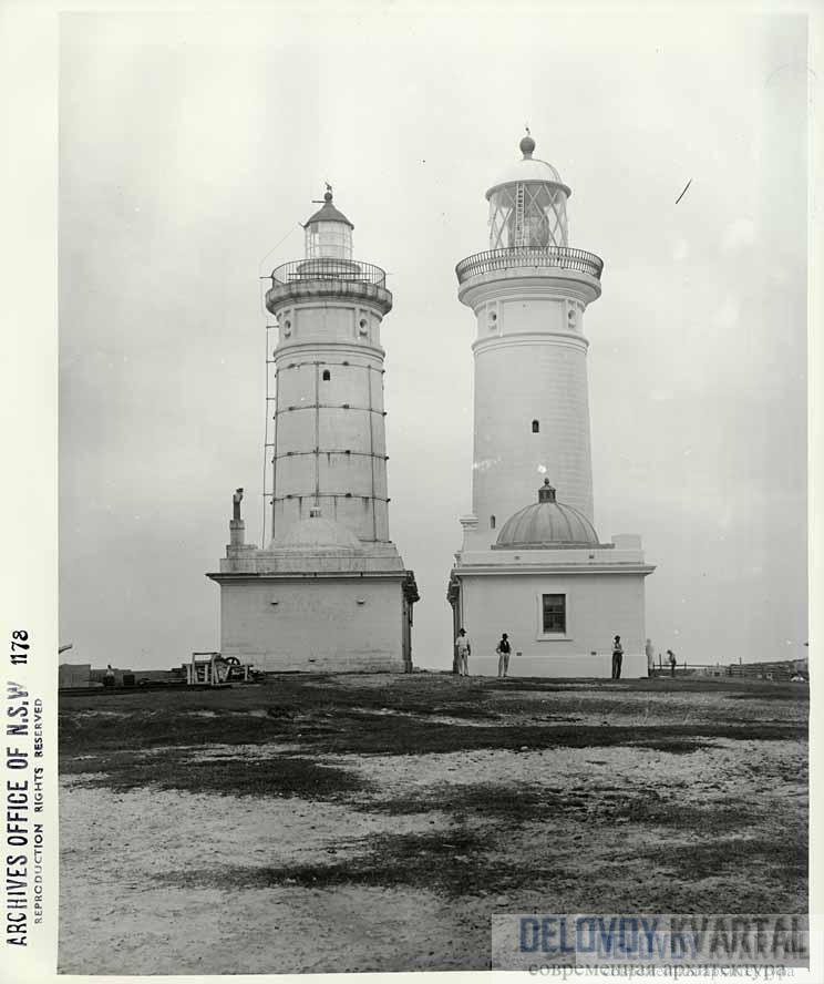Второй маяк, справа, построили после того, как первый начал рушиться