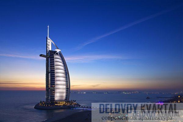 Башня является частью морского курорта,  среди зданий которого есть одно, напоминающее своими формами волну.