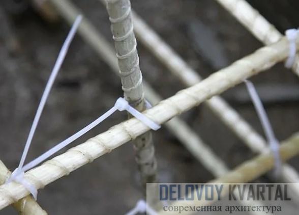Вязка арматуры с использованием пластиковых хомутов