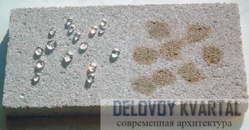 Слева обработанный проитками бетон, справа необработанный