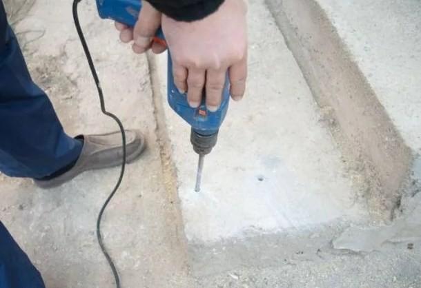 Установка шурупа в бетон